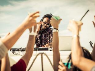 how-djs-build-a-better-audience-through-social-media